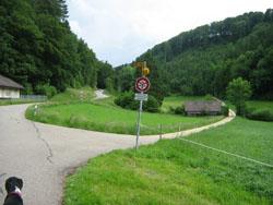 Abzweigung von Sommerau auf den Erlebnispfad.