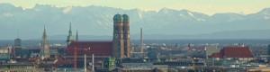 Muenchen, Frauenkirche und die Berge (weit, weit, weg)