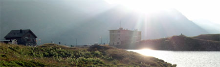 Restaurant-Hotel Cambrena (links) und das Ospizio Bernina