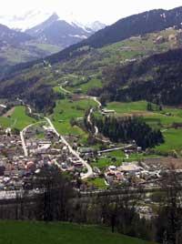 Ustria Casa Crusch in Ladir - Blick auf llanz (GR)