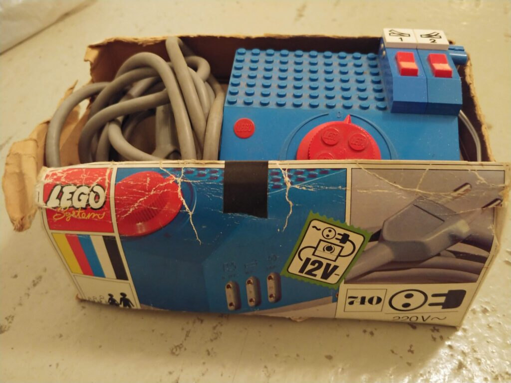 12 Volt Trafo für LEGO-Eisenbahn.
